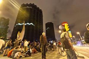 Protesta davant de les oficines principals de CaixaBank, a Barcelona / JORDI BORRÀS